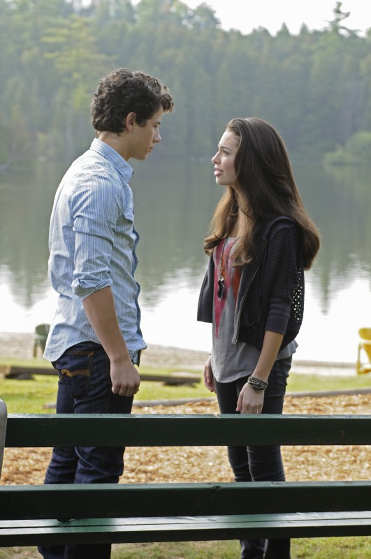 Nick Jonas e Chloe Bridges in un momento di Camp Rock 2