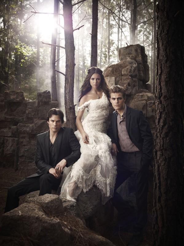 Una splendida immagine del trio protagonista della stagione due di Vampire Diaries