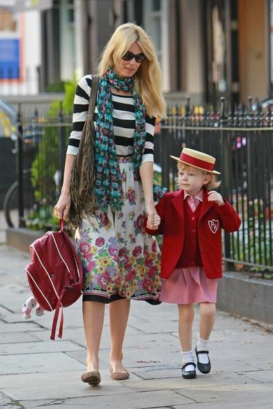 Claudia Schiffer porta la figlia Clementine Drummond a scuola