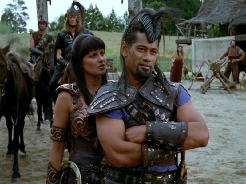 Jay Laga\'aia e Lucy Lawless nell\'episodio Xena e il figlio di Cupido