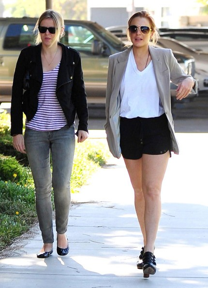 Lindsay Lohan passeggia in Santa Monica