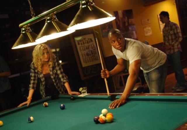 Alyson Michalka e Robbie Jones in una scena dell'episodio Beale St. After Dark di Hellcats