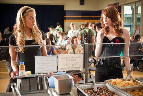 Amanda Bynes e Emma Stone in un'immagine di Easy A