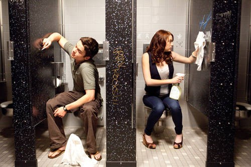 Dan Byrd e Emma Stone in un'immagine di Easy A