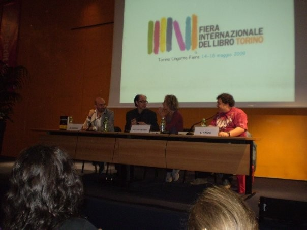 Donato Carrisi accanto a Jeffery Deaver alla Fiera Internazionale del Libro di Torino