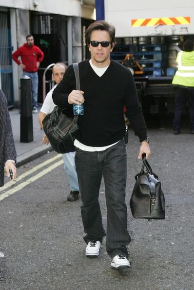 Mark Wahlberg cammina per SoHo a Londra