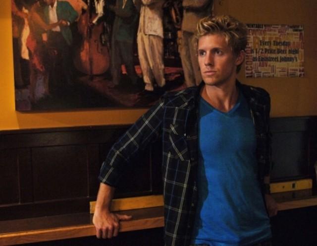 Matt Barr in una scena dell'episodio Beale St. After Dark di Hellcats