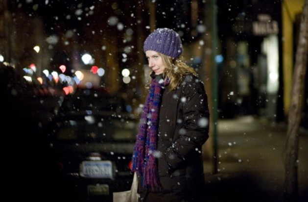 Amy Ryan in un'immagine innevat del film Jack Goes Boating