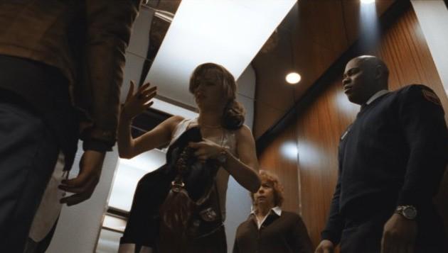Bojana Novakovic e Bokeem Woodbine in una scena dell'horror Devil