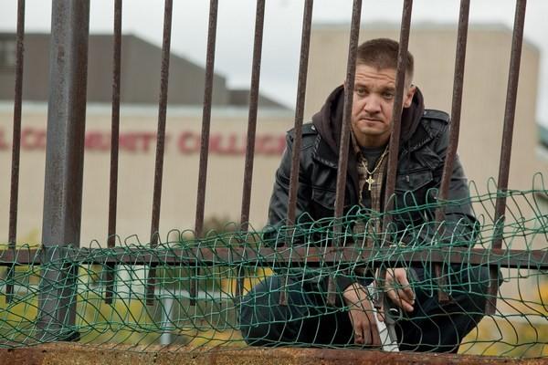 Jeremy Renner in un'immagine emblematica di The Town (2010)