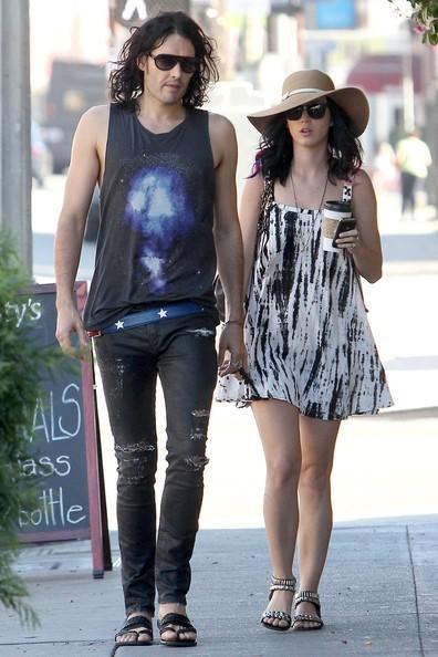 Katy Perry e il fidanzato Russell Brand mangiano insieme al Cafe Dusty a Silverlake