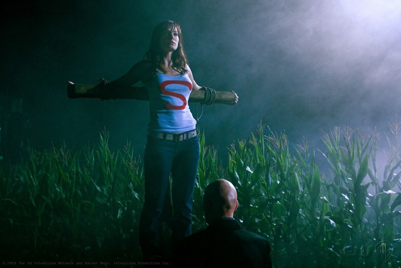 Lois (Erica Durance) in una sequenza dell'episodio Lazarus di Smallville