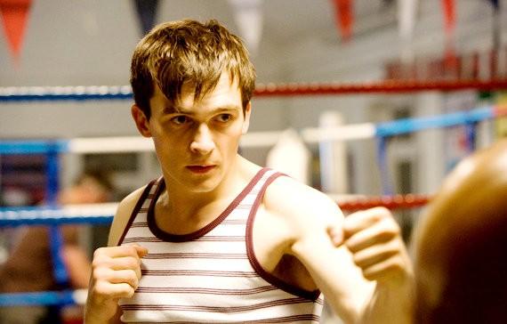 Rupert Friend interpreta Kevin Lewis nel film The Kid