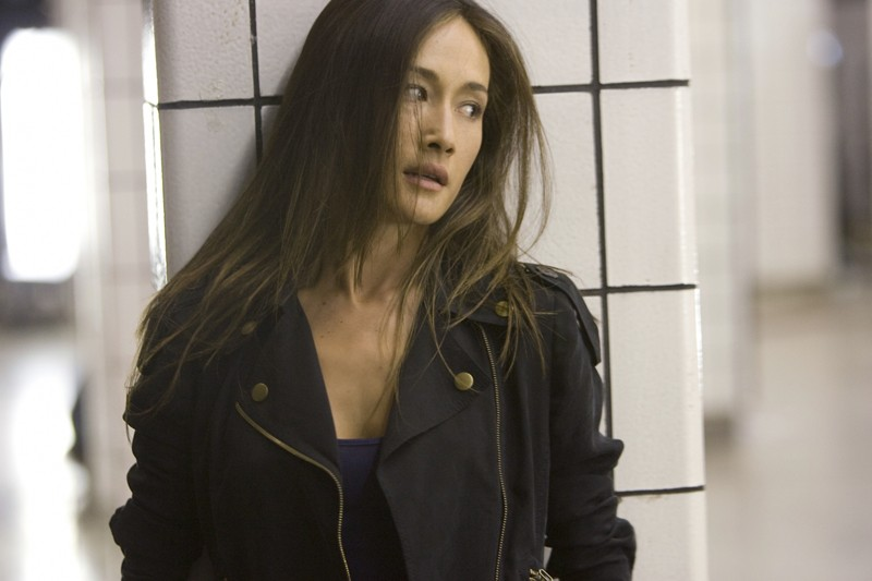 Maggie Q in una scena dell'episodio 2.0 di Nikita