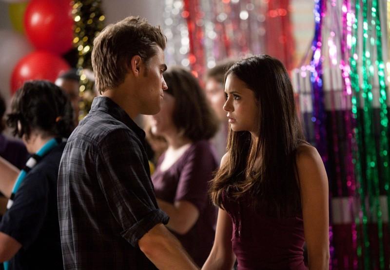 Paul Wesley parla con Nina Dobrev nell'episodio Brave New World di Vampire Diaries
