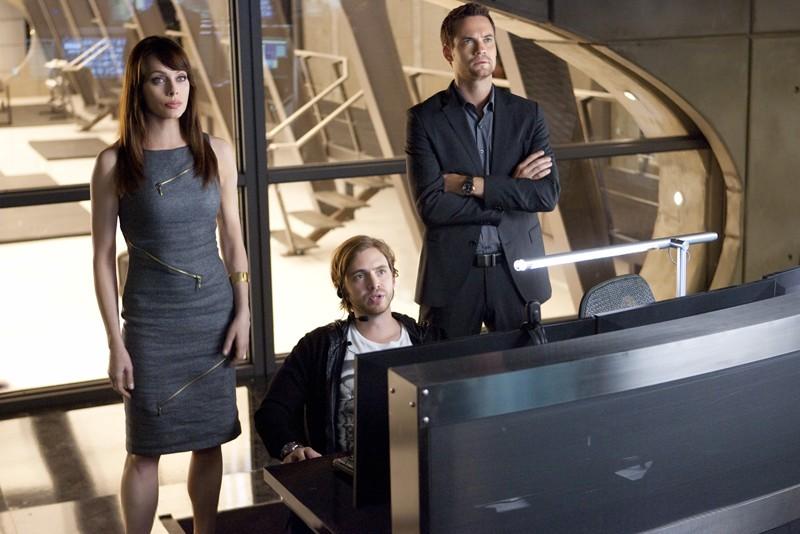 Amanda (Melinda Clarke), Birkhoff (Aaron Stanford) e Michael (Shane West) in: 2.0 di Nikita