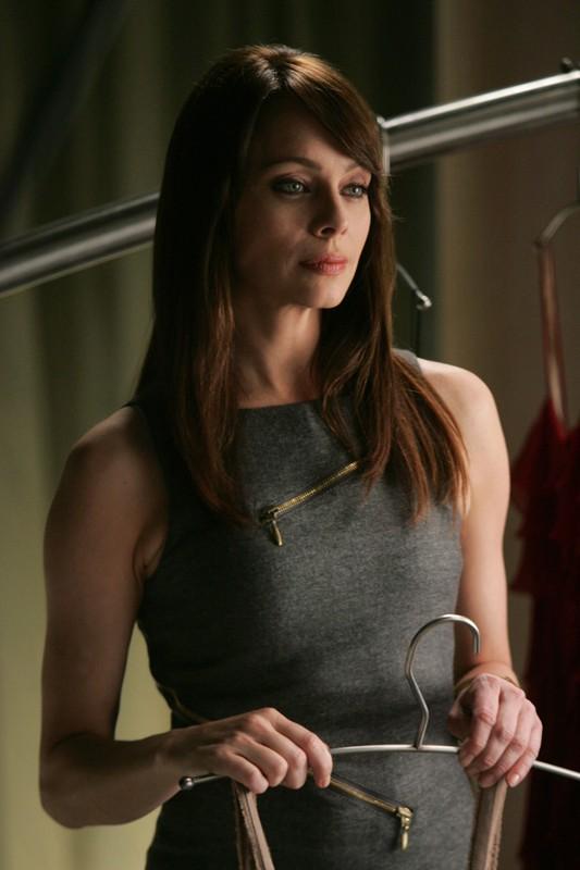 Amanda (Melinda Clarke) in un momento dell'episodio 2.0 di Nikita