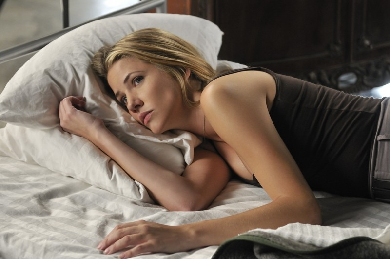 Julie Gonzalo in una scena dell'episodio Kill Jill di Nikita