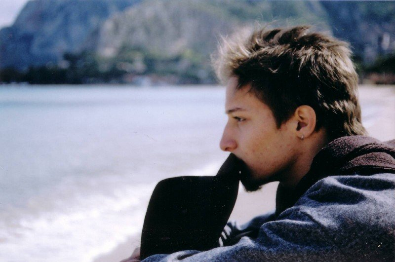 Un ritratto dell'attore Dario Aita