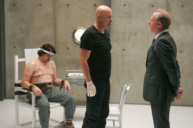 Xander Berkeley in una sequenza dell'episodio 2.0 di Nikita