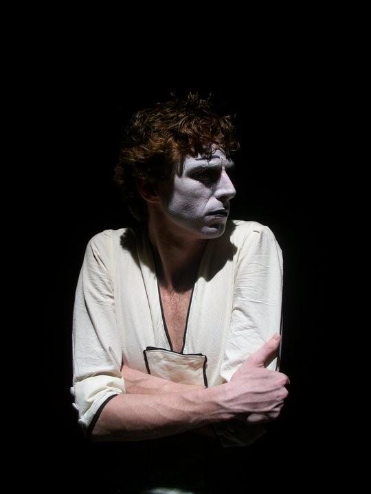 Adriano Braidotti durante lo spettacolo di mimo \'Monsieur Biridot e la sua attrazione per la Luna\', da lui ideato e interpretato.