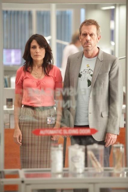 Hugh Laurie e Lisa Edelstein in una scena dell'episodio Selfish di Dr House
