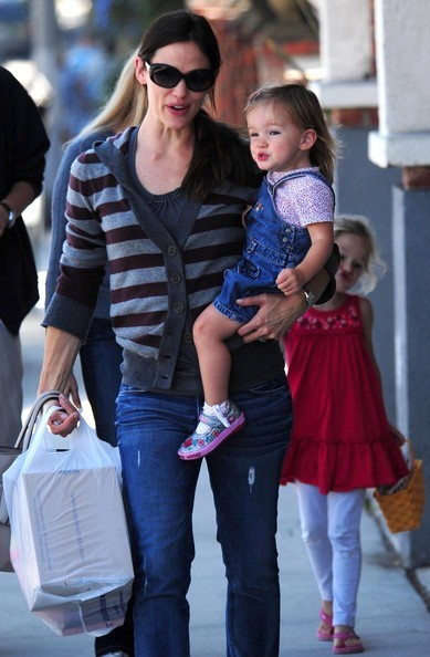 Jennifer Garner e figlie Violet e Seraphina fanno un po' di shopping