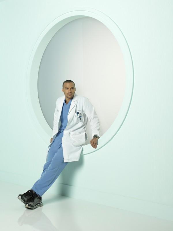 Jesse Williams in una foto promozionale della stagione 7 di Grey's Anatomy