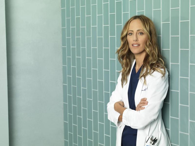 Kim Raver in una foto promozionale della stagione 7 di Grey's Anatomy