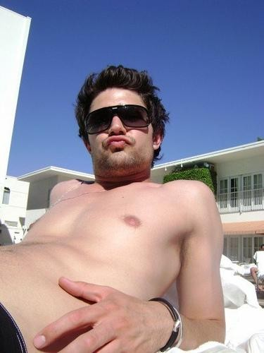 Matt Dallas in piscina a Los Angeles