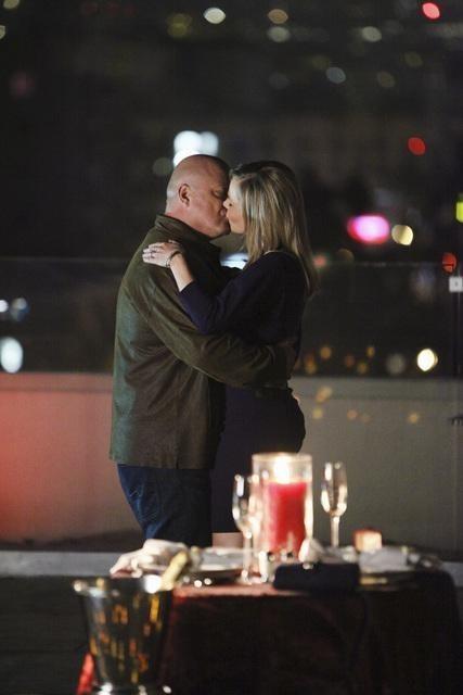 Michael Chiklis e Julie Benz nell'episodio No Ordinary Ring di No Ordinary Family