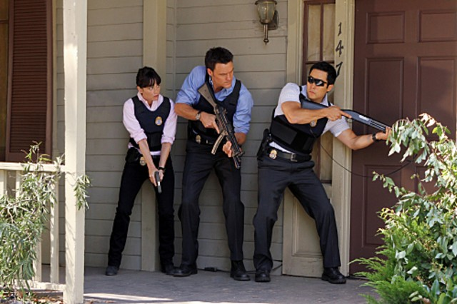 Owain Yeoman, Robin Tunney e Tim Kang nell'episodio The Blood On His Hands di The Mentalist