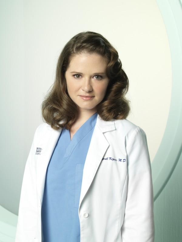Sarah Drew in una foto promozionale della stagione 7 di Grey's Anatomy