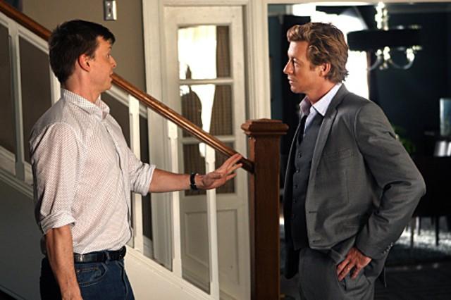 Simon Baker e Kevin Rankin nell'episodio Cackle-Bladder Blood di The Mentalist