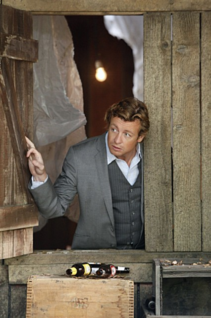 Simon Baker in una scena dell'episodio Cackle-Bladder Blood di The Mentalist