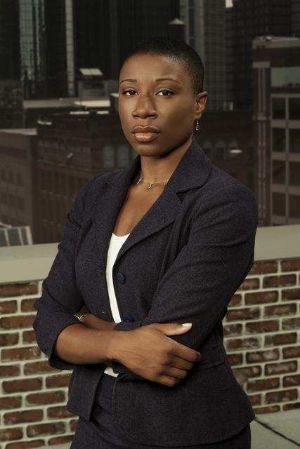 Aisha Hinds è il tenente Maureen Mason nella serie Detroit 1-8-7