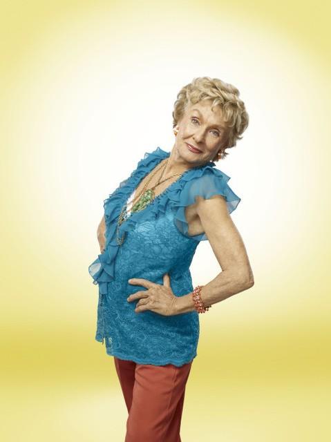Cloris Leachman in una foto promozionale della serie Raising Hope