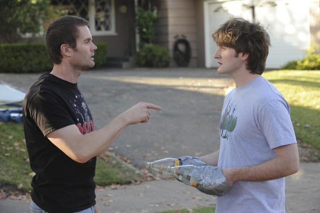 Garret Dillahunt e Lucas Neff nel pilot della serie Raising Hope