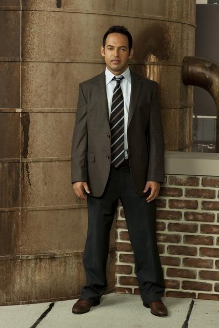 Shaun Majumder è il Detective Vikram Mahajan nella serie Detroit 1-8-7