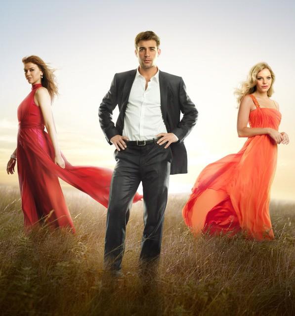 Adrianne Palicki, James Wolk ed Eloise Mumford in una foto promozionale di Lone Star