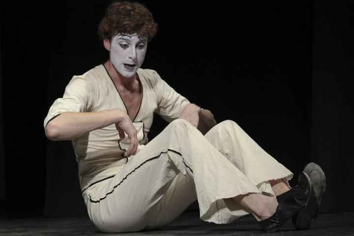 Adriano Braidotti, attore e mimo nei panni di Monsieur Biridot