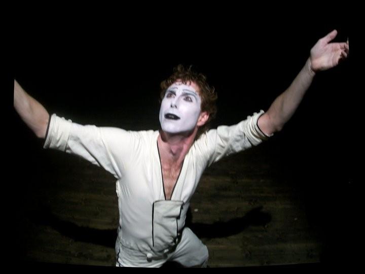 Adriano Braidotti in Monsieur Biridot e la sua attrazione per la Luna, spettacolo di mimo