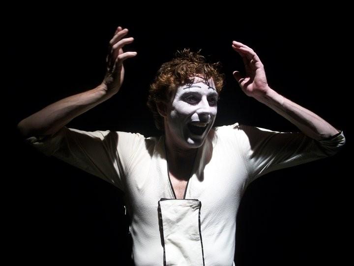 Adriano Braidotti interpreta Monsieur Biridot.