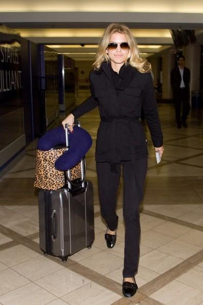 AnnaLynne McCord si prepara a partire dal Los Angeles International Airport