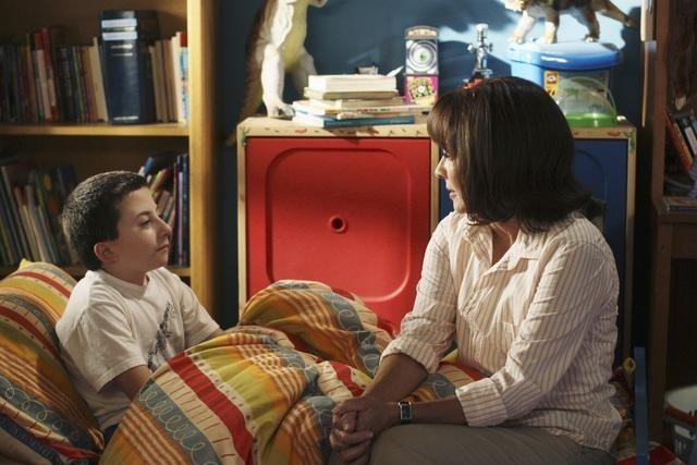 Atticus Shaffer e Patricia Heaton nell'episodio Back to School di The Middle