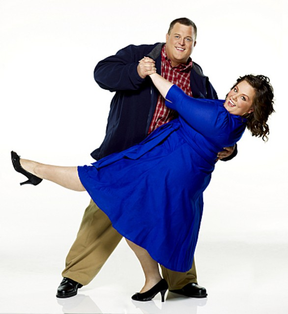 Billy Gardell e Melissa McCarthy in una foto promozionale di Mike and Molly
