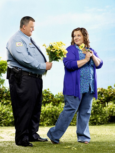 Billy Gardell e Melissa McCarthy in una immagine promozionale di Mike and Molly