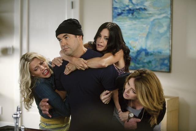 Busy Philipps, Ian Gomez, Courteney Cox e Christa Miller nell'episodio Makin' Some Noise di Cougar Town