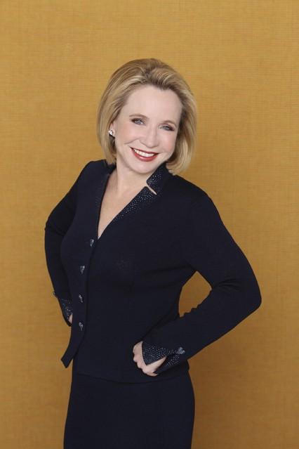 Debra Jo Rupp è Vicky nella serie Better with You