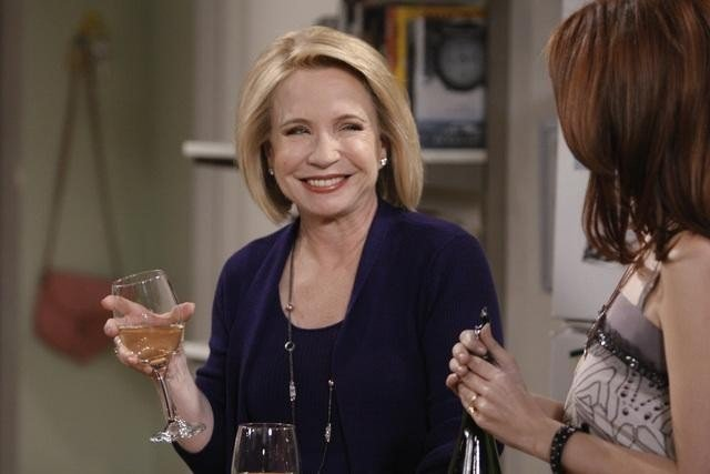 Debra Jo Rupp nell'episodio Better with Firehouse di Better with You